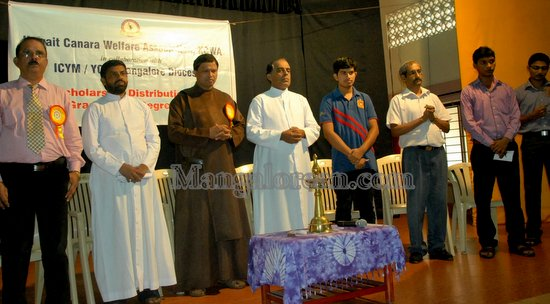 Mangalore: KCWA Disburse Scholarship to Community Students
